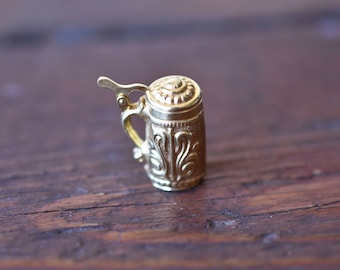 1950s 14K Vintage Moveable Beer Stein Charm in Yellow Gold