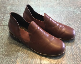 Vintage brown leather Mens slip-ons by Cozy Firends // size 10
