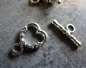 2 Metal Toggle clasps silver hearts X 2
