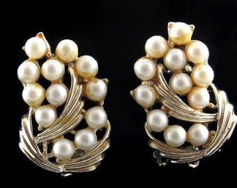 Vtg BSK Earrings Clipback Faux Pearl Goldtone Simple but Elegant