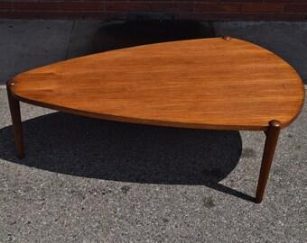 Vintage Mid-Century Modern Coffee Table