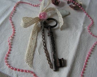 Key to happiness, old key revisited in deco shabby chic