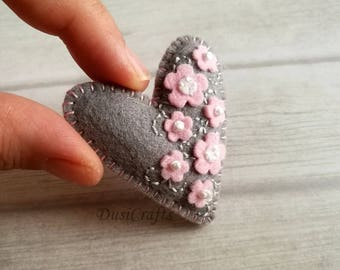 Gift for Valentines, Wool Felt Heart Brooch, Floral Grey Pink Brooch, Pin, Valentine's day gift, Valentines gift for Her, Small Heart Brooch