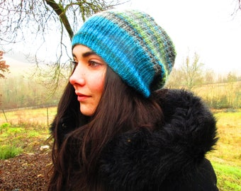 Slouchy beanie green   * hand made* - 53 % wool