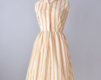 1960s Day Dress...Cool Cotton Floral Print Day Dress 32 inch Waist Large