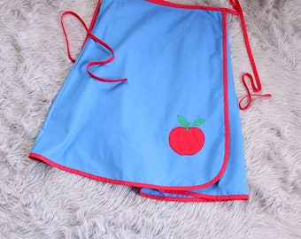 "plus size 1970s vintage wrap skirt with apple applique . blue apron skirt . vintage volup 35"" to 41"" waist . XL 1X 2X"