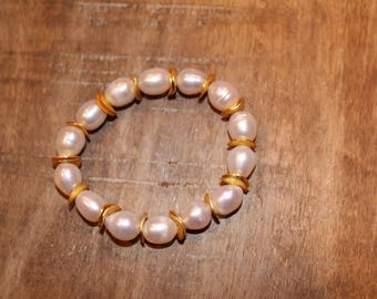 Simple Pearl and Gold Stretch Bracelet