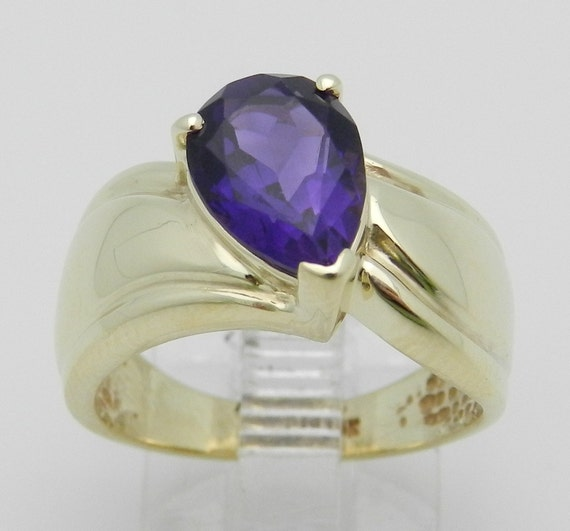 SALE Amethyst Solitaire Engagement Ring Estate Ring 10K Yellow Gold Purple Pear Size 6