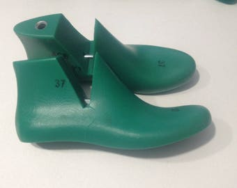 Plastic shoe lasts for felt shoes and slippers for women