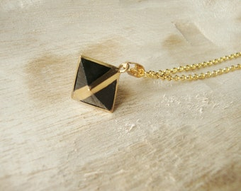 Pendant necklace pyramid black quartz and brass chain