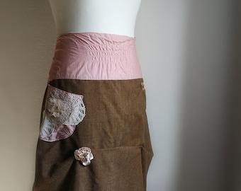 Jupe steampunk marron et rayé en laine, coton et dentelle. Jupe drapée. Plus la taille xl.