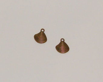 5 charms 15x13mm antique brass domed shell