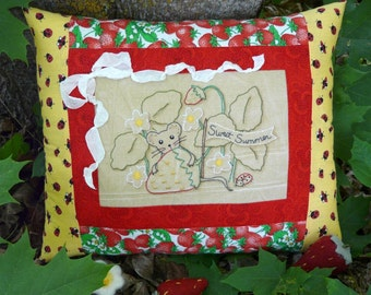 Summer mouse strawberry embroidery Pattern PDF - pillow banner