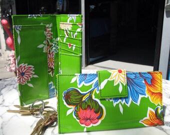 Oil Cloth Green Floral Billfold Wallet,  Women's Floral Vinyl Checkbook Clutch Wallet