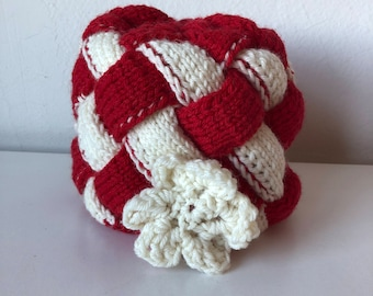 Peppermint and Red Entrelac Hat