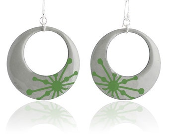 Green Starburst Mod Circle Enamel Earrings