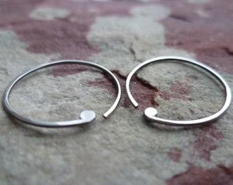 APOSTROPHE oxidized recycled sterling hoop earrings