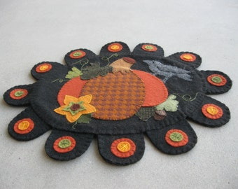 PDF Pattern: Pumpkin and Crow Penny Rug, Instant Download, Autumn / Fall Decoration