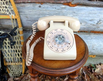 Non-Working Mid-Century Rotary Dial Desk Phone. Vintage Telephone for Decor parts or play. See Detials.