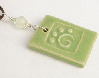 Apple green stylized paw print pendant (JAG-P001-1)