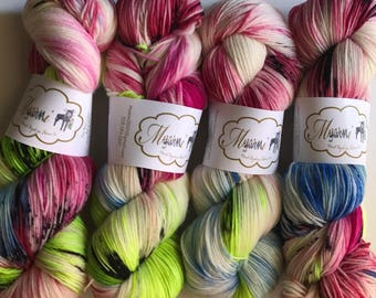 "Hand Dyed Sock Yarn ""Wonderland"" (Sockalicious)"