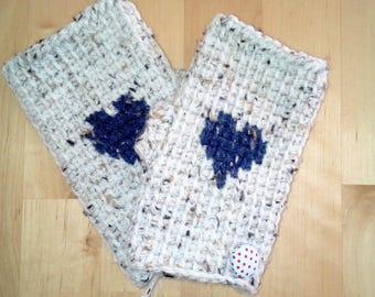 Fingerless mittens 25% wool heart pattern