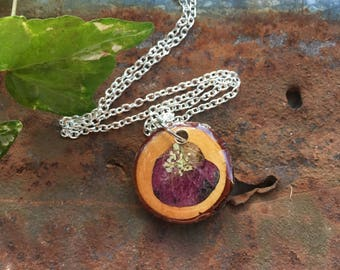 Flower Pendant, Wood Slice Necklace, Wooden Jewelry, Wood Resin, Dried Flowers, Floral Pendants, Natural Jewelry, Flower Necklace