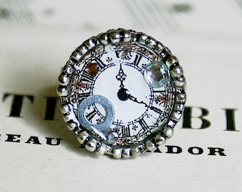 Ring in silver and resin with an illustration of watch