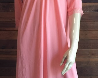 Vintage Lingerie 1970s TEXSHEEN Peach Size Small Nightgown