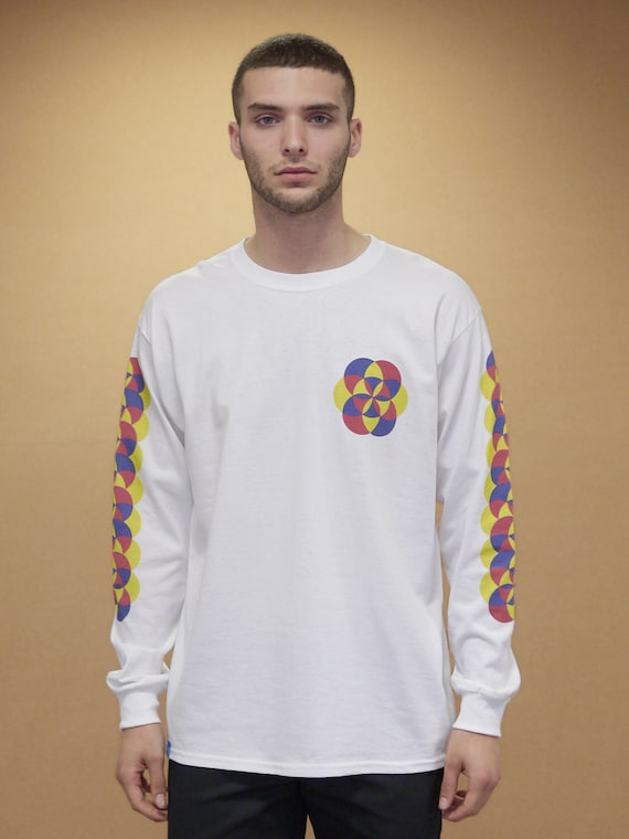 Baggy Oversized White Long Sleeved T-shirt With 90s Geometric Kaleidoscope Pattern Graphic Retro Colourful 90s Vintage Streetwear 1015 X8XihThW