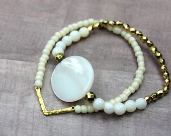 Bracelet Set / Shell Bracelet with Gold Accents / Gold V Bracelet with Seed Beads / Boho Bracelets  / Stretchy Bracelets / Elastic Bracelets