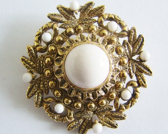 Vintage art nouveau/ victorian style gold wreath brooch with white beaded accents (H1)