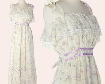 Vintage 70s Floral Maxi Dress / Cream Floral Maxi Dress / Boho Maxi Dress