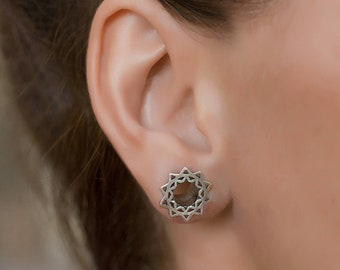 Tribal Flower Mandala Silver Ear Tunnels. 2g plugs gauges. ear tunnels silver. 6mm tunnels. gauge jewellery. plugs and tunnels