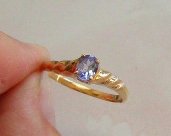 Pretty Tanzanite Solitaire Ring, solid 10K Y Gold, size 7.75, free US first class shipping for vintage items