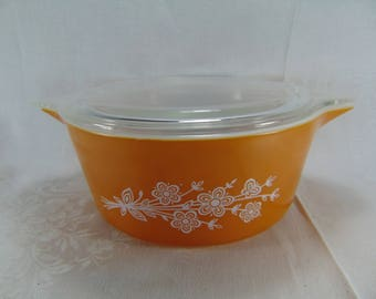 Pyrex Butterfly Gold Casserole Dish with Lid - 2.5 L