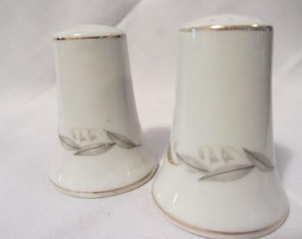 Kaysons Fine China 1961 Salt & Pepper Shaker Japan, Vintage Table Shakers, Salt and Pepper Shakers Mid Century, White China Kaysons Set