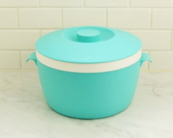 Vintage Therm-o-ware container, 1960's turquoise plastic serving container with lid for salads, covered serving bowl, 1960's kitchenware