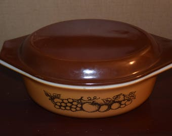 Pyrex OLD ORCHARD 1 & 1/2 Qt Oval Covered Casserole #043 orange brown Fruit