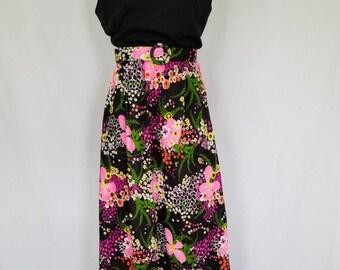 1970s Dress // 1970s Maxi Dress // 70s Polyester Maxi Dress // 70s Floral Maxi Dress // 70s Floral Dress // Vintage 70s Dress // Boho Dress