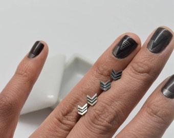 Lined II Chevron sterling silver stud earrings 5x6 mm Small, Oxidized Silver Geometric earrings, silver Arrow earrings, Minimalist earrings