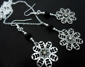 A hand made tibetan silver  flowers necklace and earring set.
