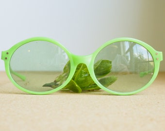 Vintage American Optical Sunglasses 1960's New old Stock/Vintage/Pop Art/60's Made In USA Neon Green Frames Sunglass Oval shape