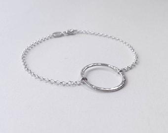 Dainty sterling silver o-ring bracelet. Delicate hammered silver bracelet. Minimalist bracelet. Circle bracelet. Scandinavian jewelry design