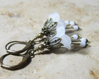 Bronze white earring 'Flower hint'