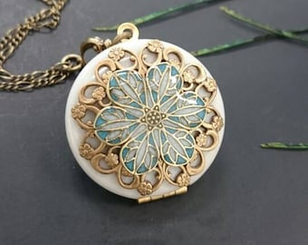 Victorian Vintage Style locket/something blue/Anniversary/Bridesmaid gift/Wedding/Birthday/Sister/Mom/Daughter/Photo Picture/friend.