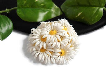 Vintage White Flower Brooch Daisy Cluster Pin Plastic Celluloid Yellow Centers Bride Jewelry Signed Hong Kong