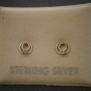 Z69d) One pair of small vintage 925 sterling silver Australian crystal stud earrings