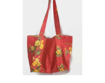 Red shoulder beach or shopping bag