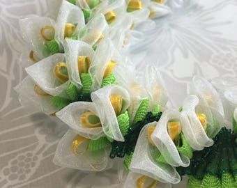 Hawaiian Ribbon Lei White Mini Calla Lily